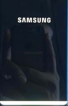 white light bar on samsung phone